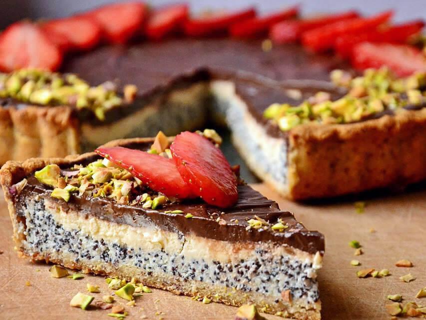 Makova cheesecake pita s čokoladnim ganachem