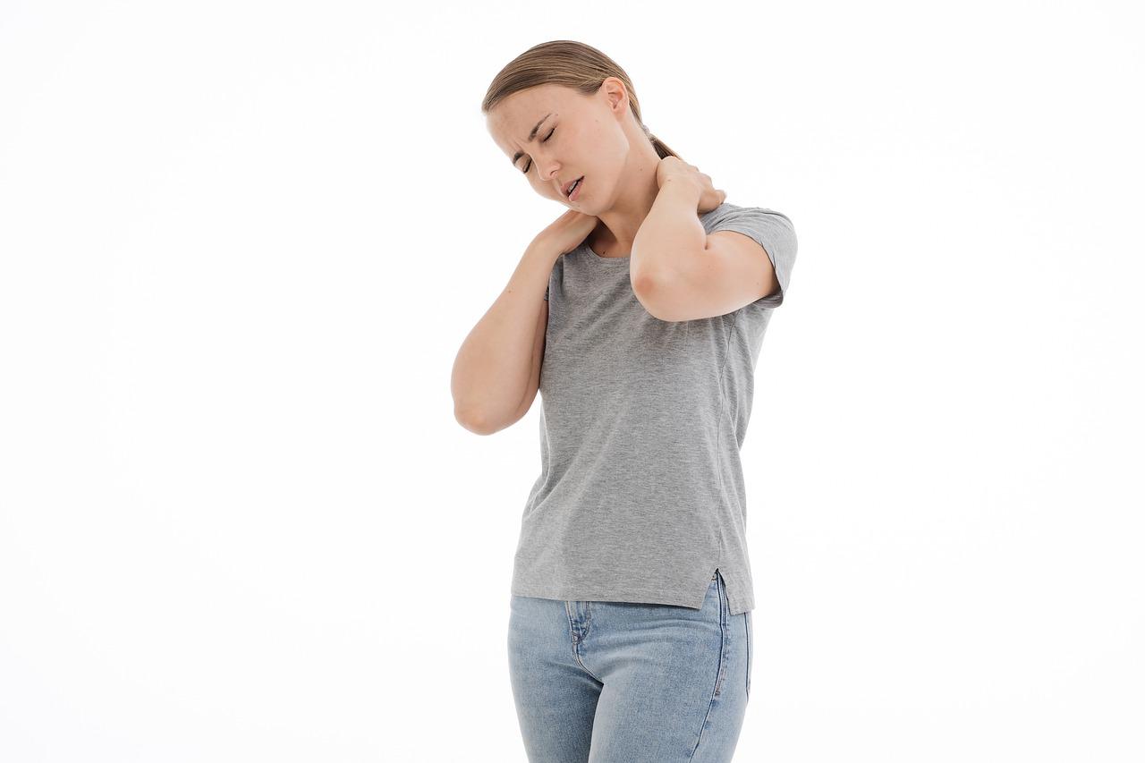 Bolečine v vratu - 5 predlogov, kako jih lahko olajšate